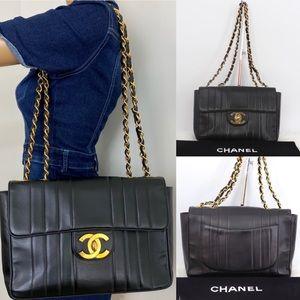 ✨BEAUTIFUL✨ Iconic Chanel Shoulder bag